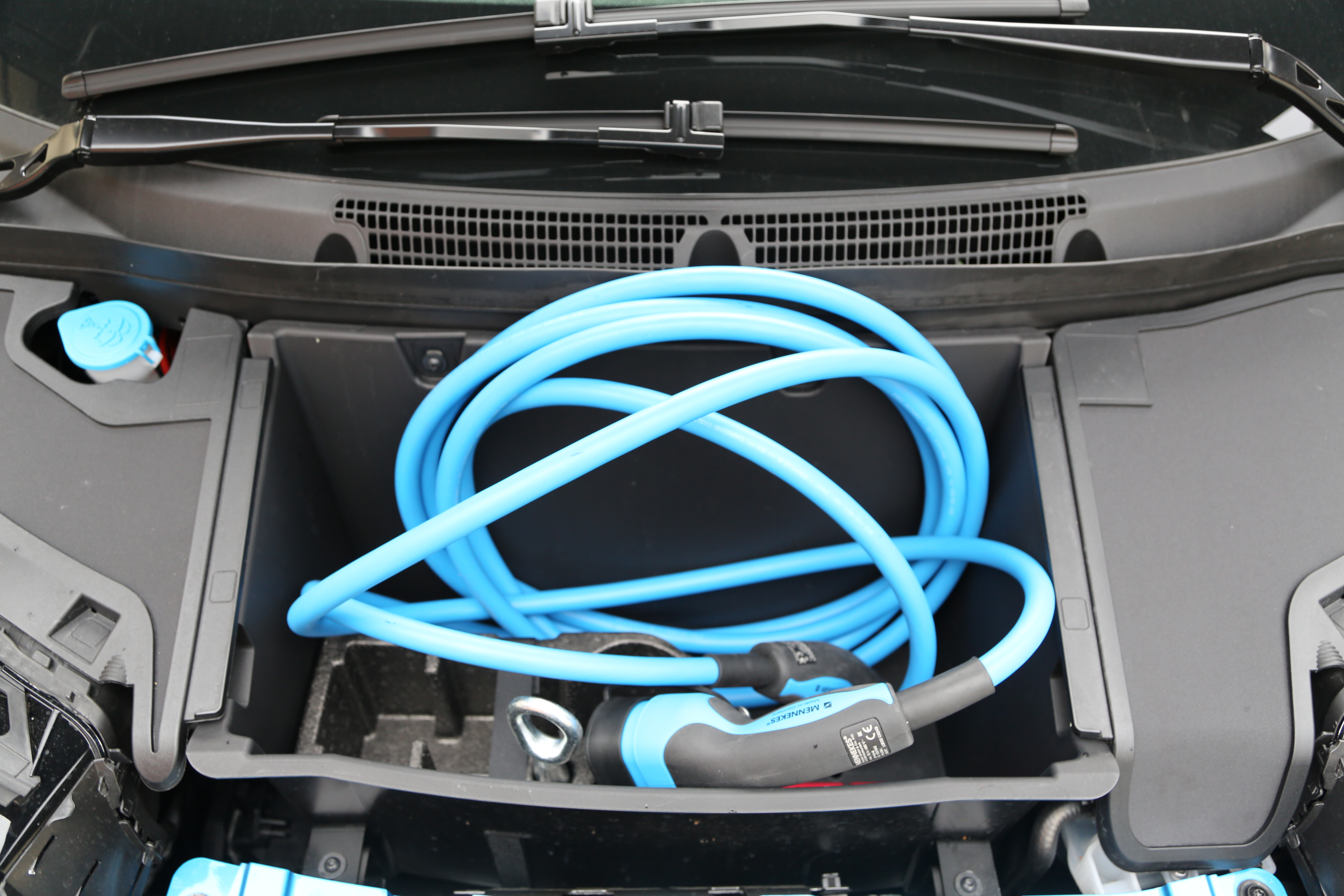 i3 – charging cable